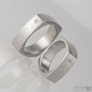 Kovaný prsten damasteel - Round square, dřevo - ilustrační foto s diamanty