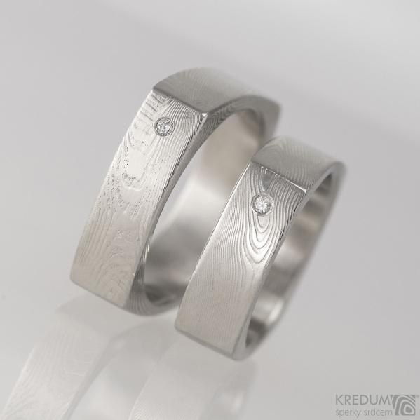 Kovaný prsten damasteel -  Round square a čirý diamant 1,5 mm