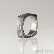 Kovaný prsten damasteel -  Round square a čirý diamant 2 mm