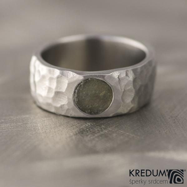 Kovaný nerezový snubní prsten - Klasik Marro a kámen