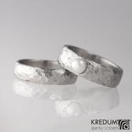 Kovaný nerezový snubní prsten - Klasik BG s perlou