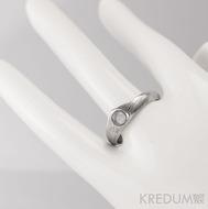 Zásnubní prsten damasteel - Královna a kabošon - dřevo, lept 75% světlý, kabošon měsíční kámen