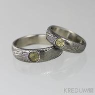 Snubní prsten nerezová ocel damasteel - Prima, struktura dřevo a vltavín s přírodním povrchem