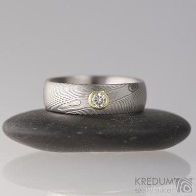 Snubní prsten damasteel dřevo - Prima a moissanite 3 mm ve zlatě - velikost 49
