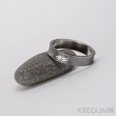 Kovaný snubní prsten se žlábkem ocel damasteel - Collium - dřevo