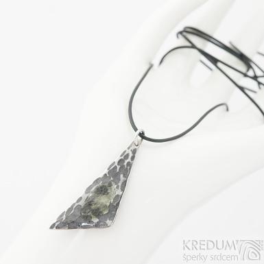 Bohéma - Kovaný damasteel přívěsek s vltavínem