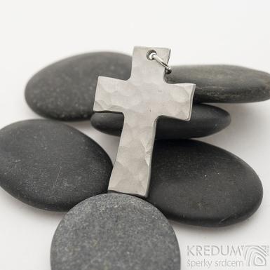 Kovaný křížek s očkem, světlý - Přívěsek z nerezové oceli