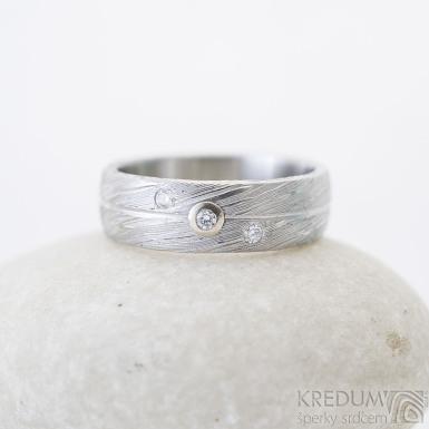 Prima Jupiter, voda - 52, šířka 5,8 mmm 1,5 mm, 75% SV, profil B, diamanty 1,5 mm, bílé Au - Zásnubní prsten damasteel, SK2506 (4)