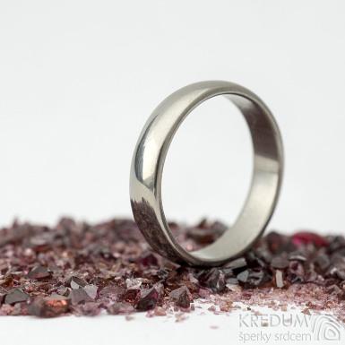 Ilustrační foto - Klasik titan - lesklý - velikost 57, šířka 4,5 mm, tloušťka 1,5 mm, profil B - Kovaný prsten, produkt SK2124