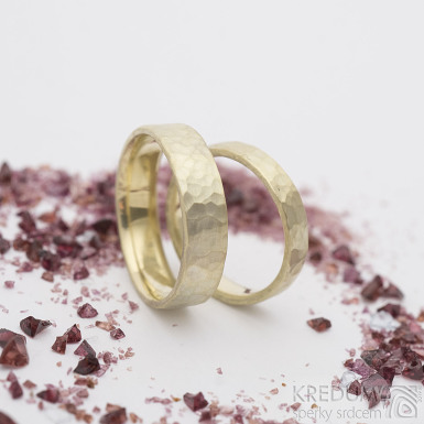 Natura gold yellow a broušený kámen ametyst 2 mm - Zlaté snubní prsteny - vel.51/4/1,5 mm, matný, vnitřní zaoblení