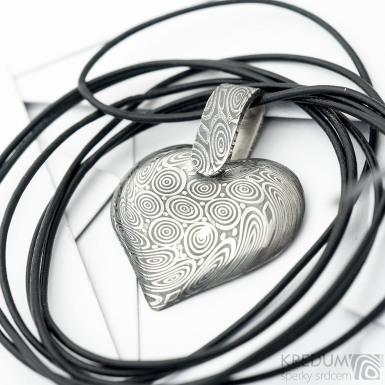 Srdíčko se závěsem ručně vykované z nerez oceli damasteel