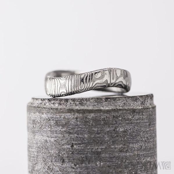 Kovaný nerezový snubní prsten damasteel - FOREVER, kolečka světlý