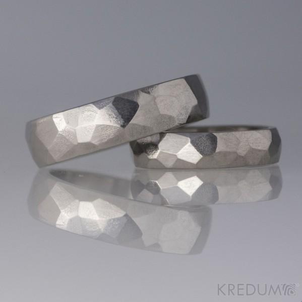 Prsten kovaný - Skalák titan - lesklý