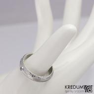 Snubní prsten ocel damasteel - PRIMA a broušený tanzanit ve stříbře, velikost 59