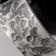 Kovaná nerez spona - Mistr 3X - Plate - detail s černým páskem