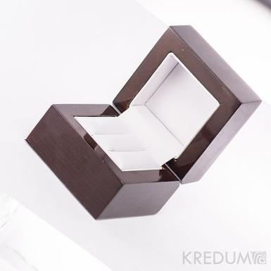 Dřevěná leštěná krabička  - Block image dou