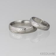 Snubní prsten damasteel - Prima + diamant 1,5 mm, struktura dřevo, lept 75% světlý
