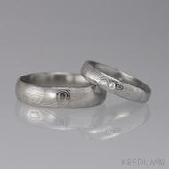 Snubní prsten damasteel - Prima + diamant 1,5 mm, struktura dřevo, lept 75% světlý, lesklý