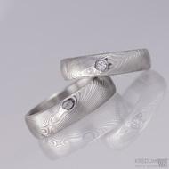 Kovaný snubní prsten damasteel - Prima + diamant 2,3 mm, struktura dřevo, lept 75% světlý, lesklý (ilustrační pánský bez kamene)