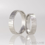 Kované nerezové snubní prsteny - Wood, světlé