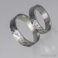 Kovaný nerezový snubní prsten - Draill tmavý - matný