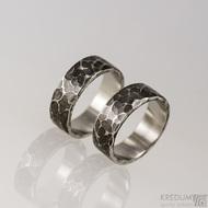 Kovaný nerezový snubní prsten - Draill tmavý - leštěný