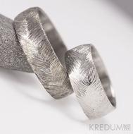 Kovaný nerezový snubní prsten - Klásek - lehce zatmavený a světlý