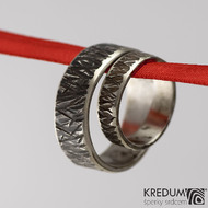 Kovaný nerezový snubní prsten - Strukt line