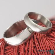 Kovaný nerezový snubní prsten - Klasik lesklý - větší profil B a stěna slabá - menší profil A a tloušťka stěny střední