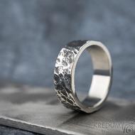 Archeos Glanc - Kovaný nerezový snubní prsten, SK1650 - povrch Archeos a leštěné boky