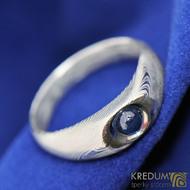 Blueli, kulatý kabošon - safír - Kovaný prsten damasteel - dřevo světlé