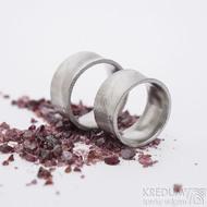 Collium - šířka 10 mm, struktura dřevo, lept 75% světlý - Damasteelové snubní prsteny
