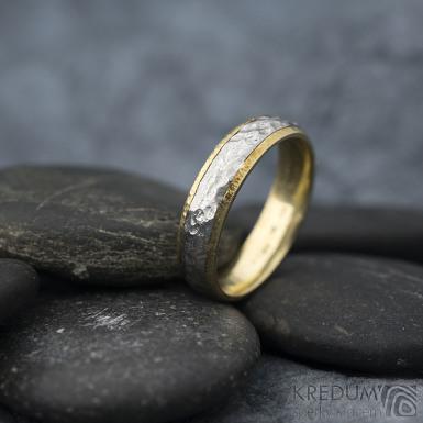 Cygnus yellow - Snubní prsteny nerezová ocel a zlato, SK1630, velikost 53,5 mm, šířka 4,5 mm, zlato tepané