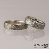 Cygnus white - Snubní prsteny nerezová ocel a zlato - ukázka dámského s 5 černými diamanty