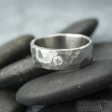 Draill a čirý diamant 2,7 mm, velikost 53, šířka 6 mm, hlava 1,9 mm, do dlaně slabý, matný - Kovaný snubní prsten - k 1792 (5)
