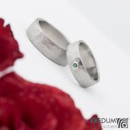 Prsten kovaná nerezová ocel - Draill světlý a broušený přírodní smaragd do stříbra