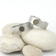 Draill a vltavín 5 mm - velikosti 58 a 70, šířka 7 mm, povrch matný, drobné plošky - Nerezové snubní prsteny - fl 3578738