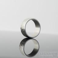 Draill line světlý, matný - velikost 52, šířka 8 mm, tloušťka 1,4 mm - Kovaný snubní prsten s broušenými boky - SK2240 (3)