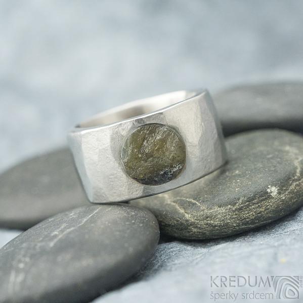 Draill matný a labradorit - velikost 64, šířka 12 mm, průměr kamene 8,5 mm, tloušťka 2,5 mm - Kovaný nerezový prten - sk1860 (2)