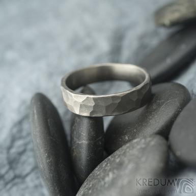 Draill titan matný - velikost 63,5 s vnitřním zaoblením, šířka 5,8 mm, tloušťka 1,8 mm - Snubní prsteny z titanu - sk1991 (3)