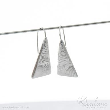 Kované trojúhelníkové dámské náušnice z nerez oceli damasteel - Triangulo - vzor dřevo, světlé - SK4054