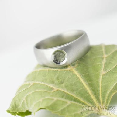 Eli stone s přírodním vltavínem - 55, šířka hlavy 7 mm do dlaně 5 mm, matný - Kovaný zásnubní prsten - k 1913 (2)