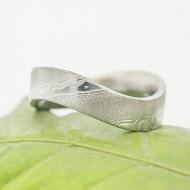 Forever - 66, šířka kovu 6 mm, vlna 9 mm, struktura dřevo 75% světlý lept, profil F - Damasteel kovaný prsten