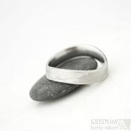 Kovaný nerezový snubní prsten damasteel - FOREVER, dřevo světlý