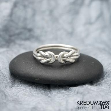 Gemini White - ilustrační foto - prsten na fotografii vyroben ze stříbra