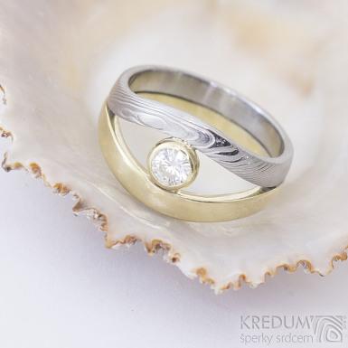 Gemini stone - zlatý a damasteelový zásnubní / snubní prsten a moissanite 4 mm