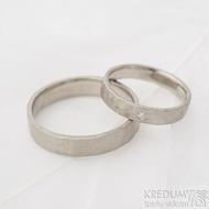 Golden draill white a diamant 1,5 mm - šířka 3,5 mm a 4,5 mm, povrch matný - Tepané snubní prsteny z bílého zlata