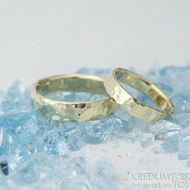 Golden draill yellow - vel 49, š 4 mm, tloušťka 1,2 mm a vel 59, š 5 mm, tloušťka 1,6 mm, lesk - Zlaté snubní prsteny - k 1519