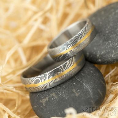 Golden line - vel 51 a 67, š 5,5 mm, tl střední, dřevo 75% TM, profil B a E - Damasteel snubní prsteny a zlatá linka - k 1441 (2)