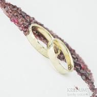 Goldend raill yellow - velikosti 55 a 62, šířka 4 mm, tloušťka 1,2 mm - Tepané prsteny ze žlutého zlata - k 1633
